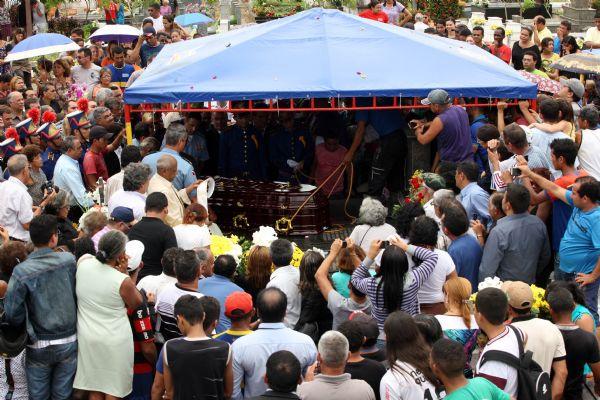Corpo-do-ex-governador-Almir-Gabriel-sepultado-em-Castanhal