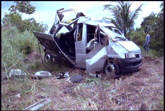 van_acidente-Tailandia (3)