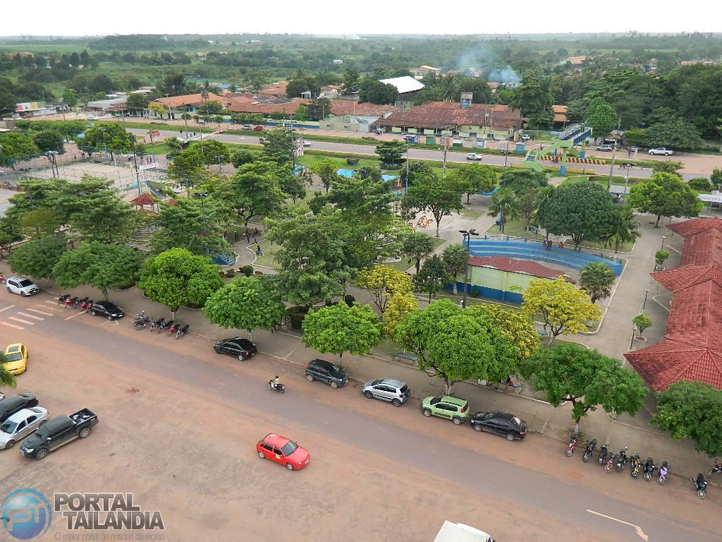 Vista aérea da praça da prefeitura ou praça do povo em Tailândia/PA