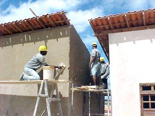 Construção civil acelerada demanda mão-de-obra qualificada (Foto: divulgação)