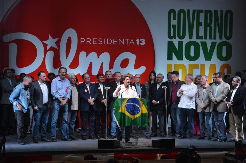 (Foto: Fabio Rodrigues Pozzebom /Agência Brasil) Presidente reeleita Dilma Roussef e o ex presidente Lula durante evento em hotel em Brasilia