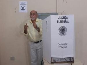 Candidato ao governo do Pará votou em Belém (Foto: Gustavbo Pêna / G1)