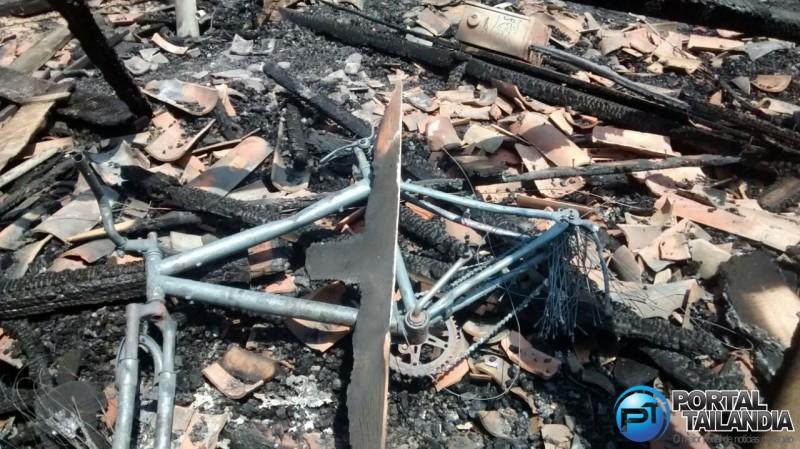 incendio-casa-aeroporto-tailandia-pa-2
