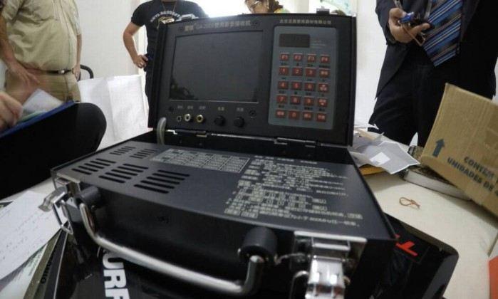 Fraudadores usaram modernos equipamentos para enviar respostas aos candidatos
