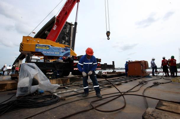 Os trabalhos de recuperação do trecho da ponte atingido em março deste ano não foram interrompidos
