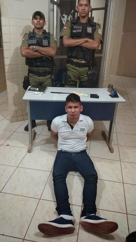 Jovem preso pela PM (Foto: reprodução)