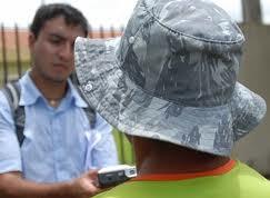 Morador sendo entrevistado (Foto: divulgação)