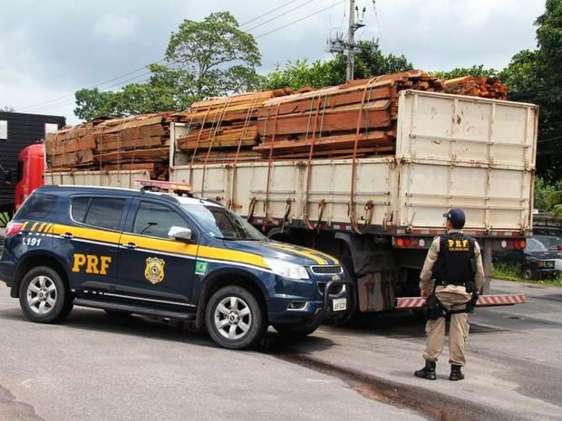 Carga transportada estava acima do informado. (Foto: Ascom/ PRF)