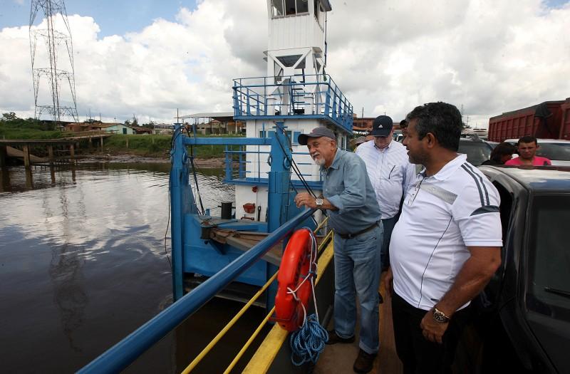 Governador Simão Jatene durante a viagem a Moju.   (Foto: Ag. Pará)