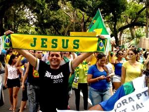 Professor Ronaldo Pinheiro carregava uma faixa escrita 'Jesus' (Foto: Alexandre Yuri/ G1)