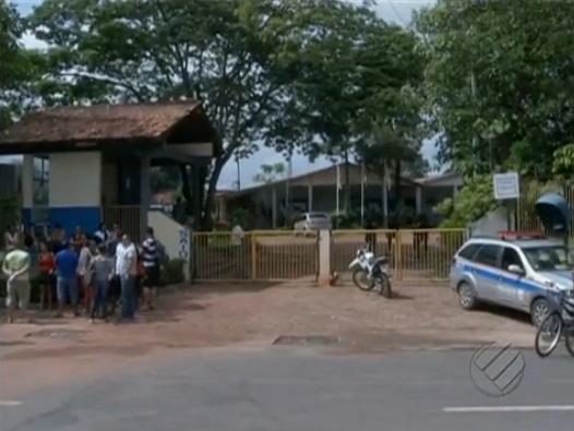 Servidores em frente a prefeitura de Paragominas. (Imagem: TV Liberal)