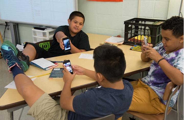 smartphones_01_criancas-escola