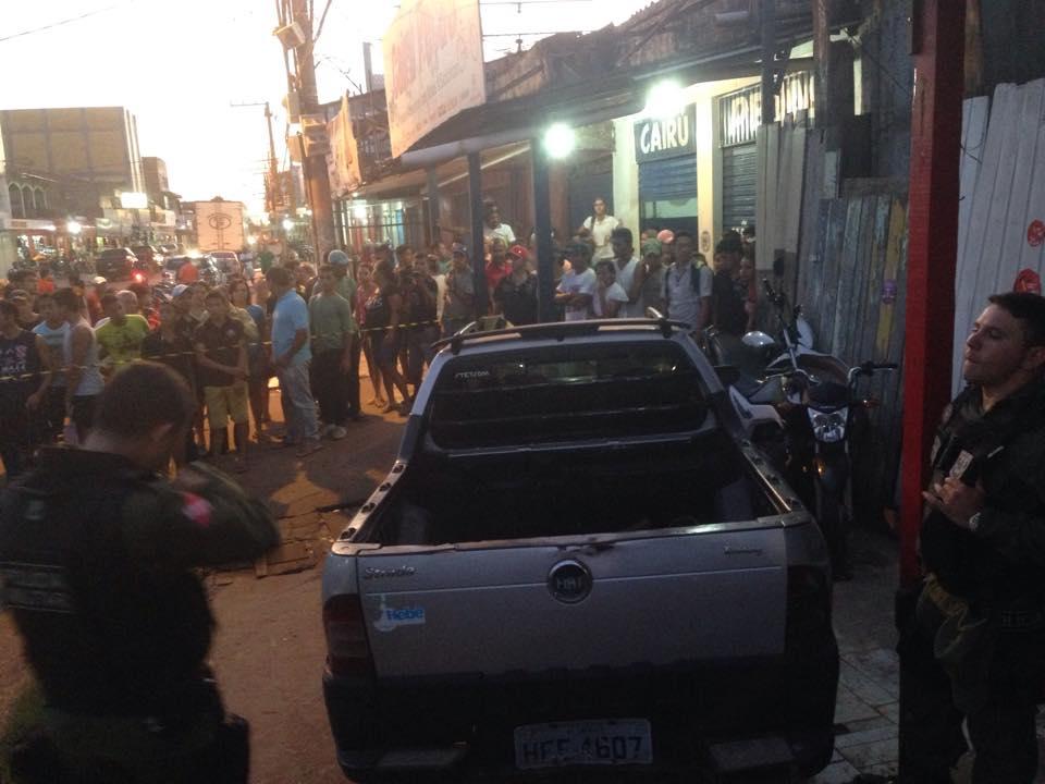 A vítima permanece no carro até a chegada da perícia que vem de Tucuruí. (Foto: Portal Tailândia)