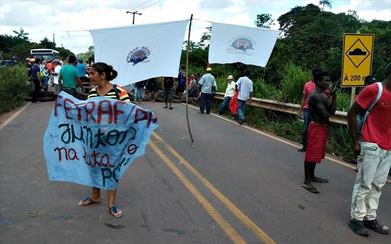 Os manifestantes afirmam que vão manter o protesto até serem recebidos por membros do governo do Estado. (Foto: internauta Welton Moraes)
