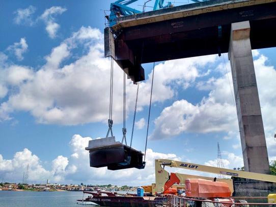Foi concluído nesta terça-feira (7) o trabalho de retirada das línguas de concreto que ficaram penduradas na ponte Moju Cidade