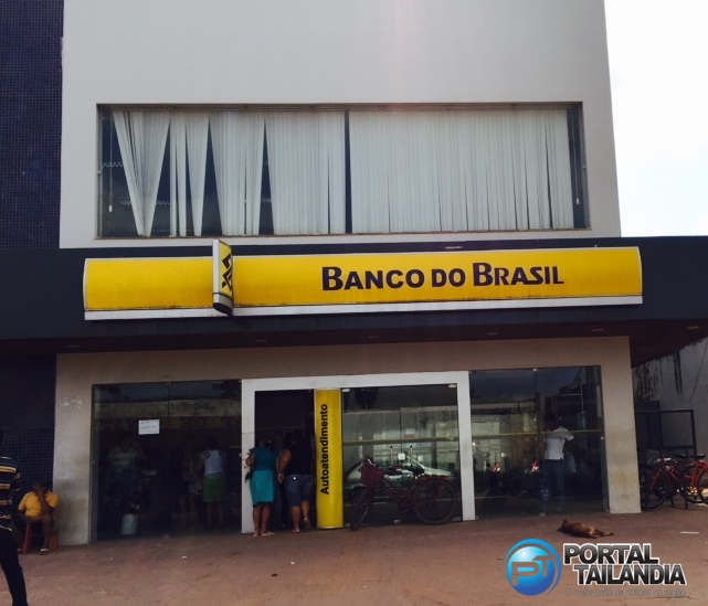 Um aviso na entrada do banco informa que a agência está inoperante. (Foto: Josenaldo Jr / Portal Tailândia)
