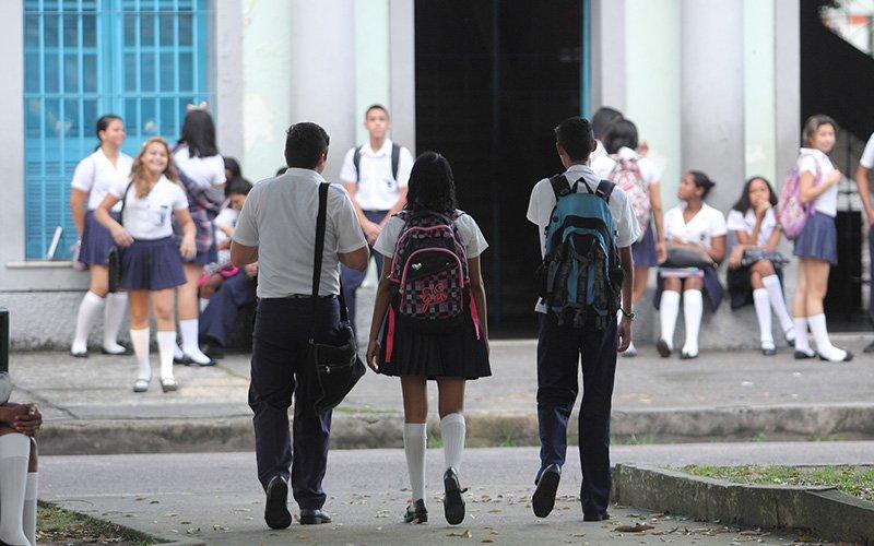 Após ficarem praticamente sem aulas nos três meses de greve dos professores, alunos da rede estadual aguardam reposição (Foto: Thiago Gomes)