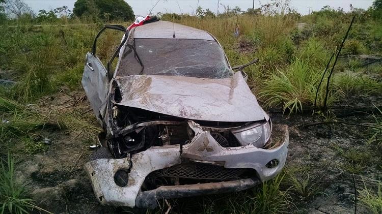 Veículo totalmente destruído. (Foto: Reprodução)