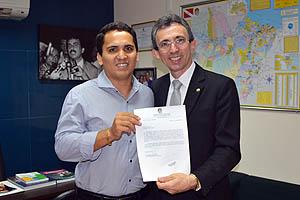 O Subdefensor Público Geral, José Arruda, em reunião com o deputado Estadual Cássio Andrade (PSB)