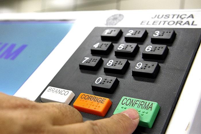 As convenções partidárias para a escolha dos candidatos e as decisões sobre coligações devem ocorrer de 20 de julho a 5 de agosto de 2016.