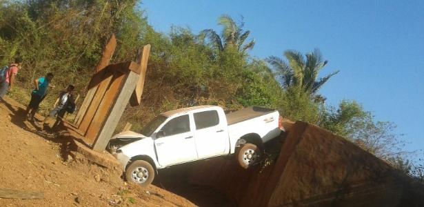 Carro acidentado do prefeito de Codó (MA), Zito Rolim. Ele não percebeu que a ponte tinha caído - e que sua administração tinha de ter consertado