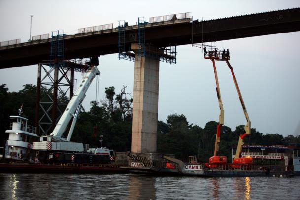 Esta semana terminam de ser assentadas as vigas de sustentação da nova pista sobre o Rio Moju, abrindo a contagem regressiva para o fim dos trabalhos