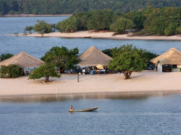 A praia de Alter do Chão está entre as dez mais bonitas do Brasil. (foto: Tamara  Sare / Agência Pará)