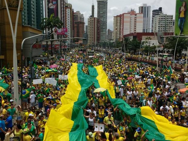 Manifestação chegou ao fim depois de duas horas e meia de caminhada. (Foto: Alexandre Nascimento/ G1)