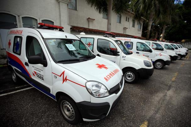 O Governo do Pará entregou nesta quinta-feira, para representantes de doze municípios, ambulâncias que vão reforçar o atendimento de saúde no interior (foto: Ag. Pará)