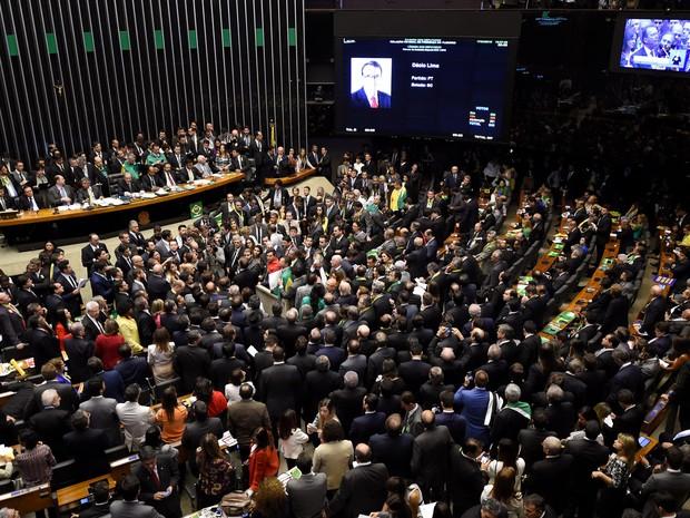 Sessão da Câmara que votou pela continuidade do processo de impeachment da presidente Dilma Rousseff (Foto: Evaristo Sá/AFP)