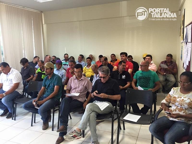 A reunião contou com a presença de presidentes locais de partidos e de pretensos candidatos à prefeito e vereadores. (foto: Josenaldo Jr / Portal Tailândia)
